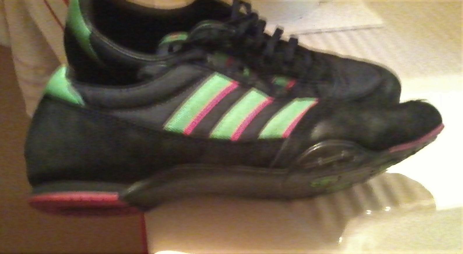 troc de troc baskets adidas..nubuk noir.bon etat.. image 0