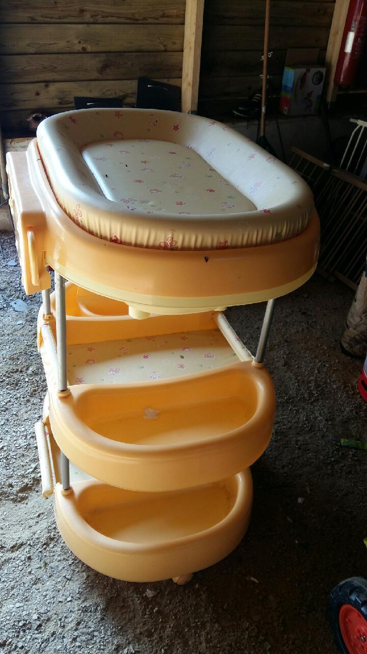 troc de troc table à langer /baignoire bébé image 0