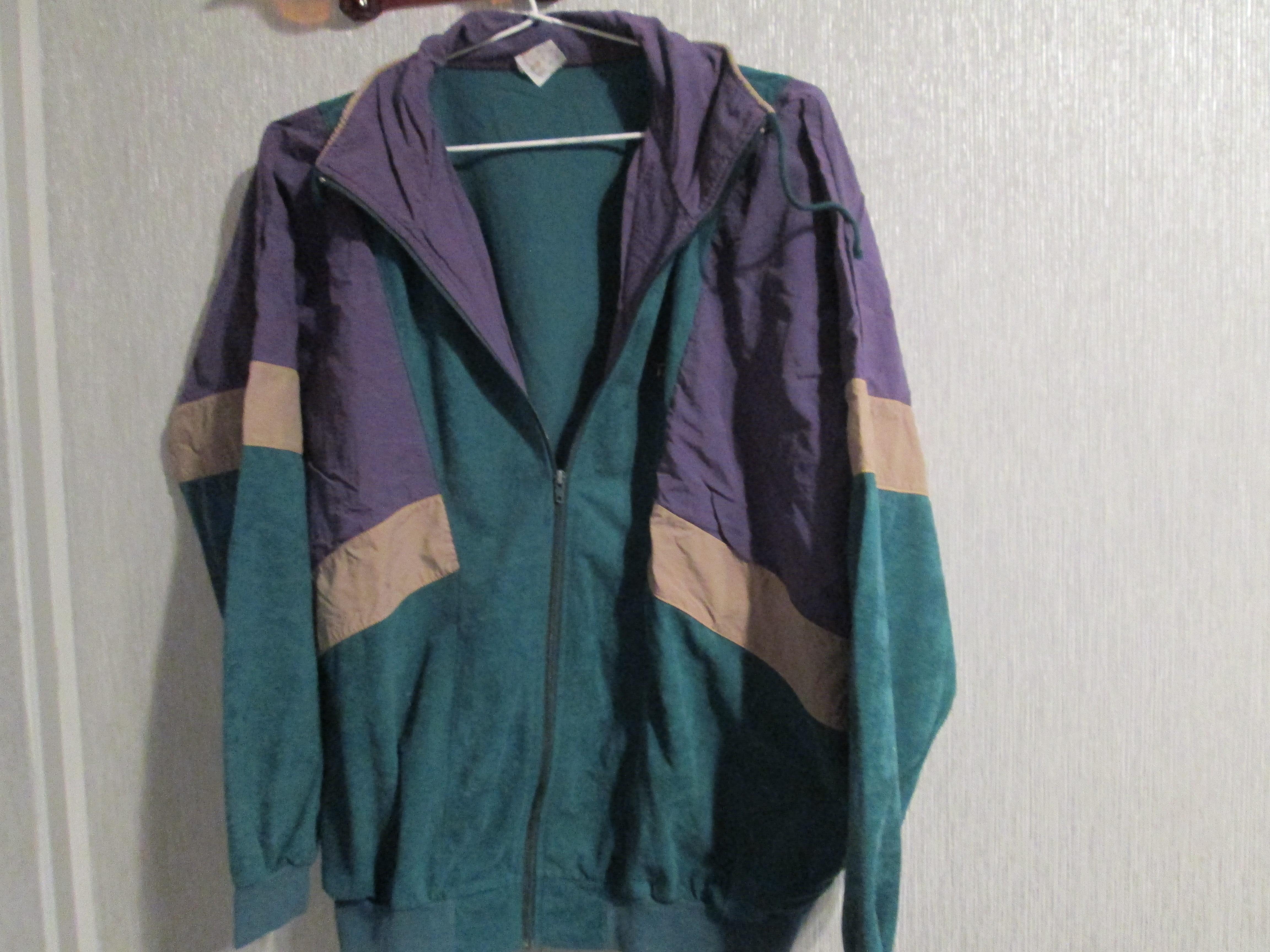 troc de troc veste de survetement verte et mauve  12 noisettes taille 44 image 0