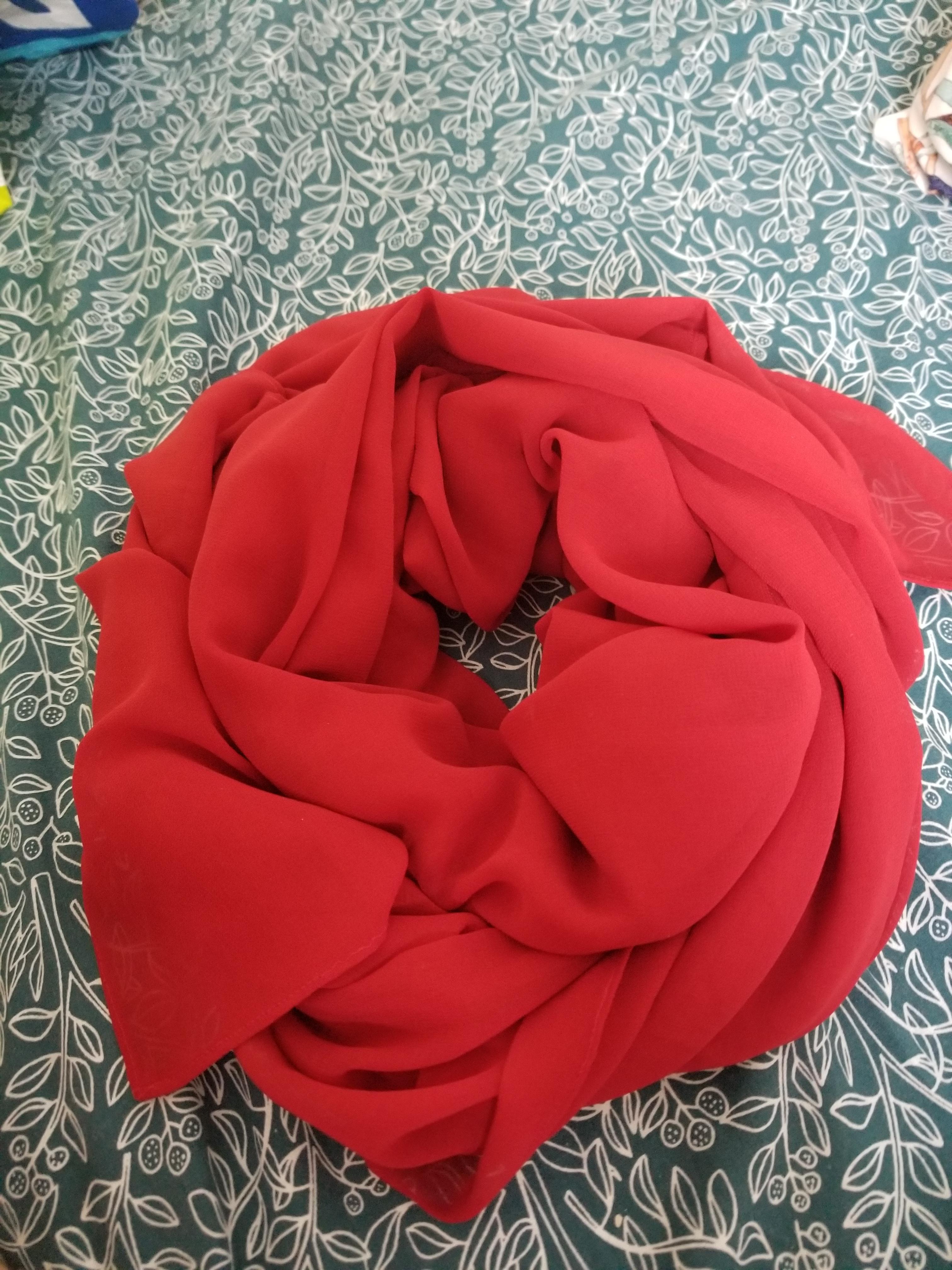 troc de troc foulard rouge. image 0