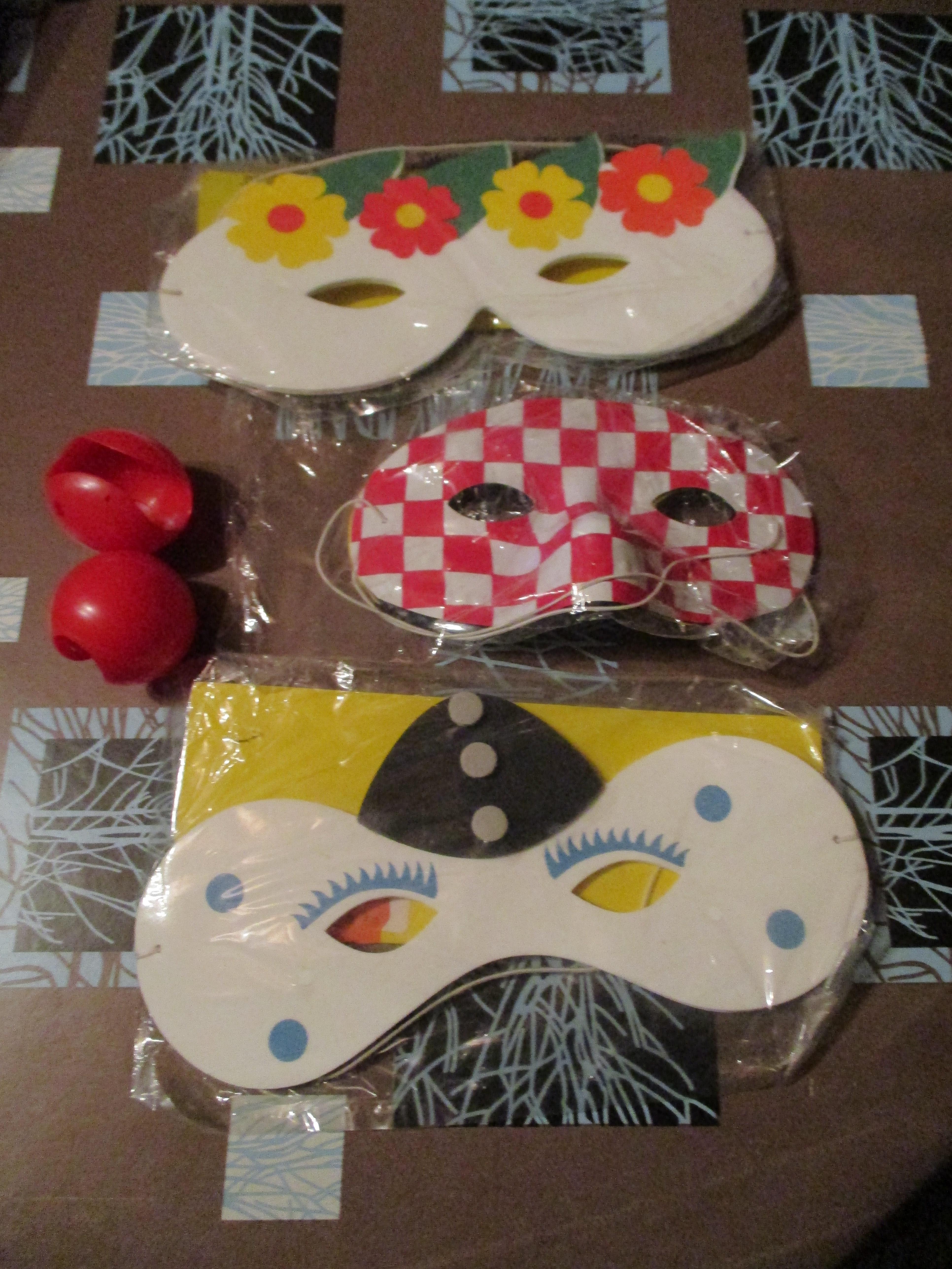 troc de troc 5 masques ou loup carnaval 2 nez de clown image 0