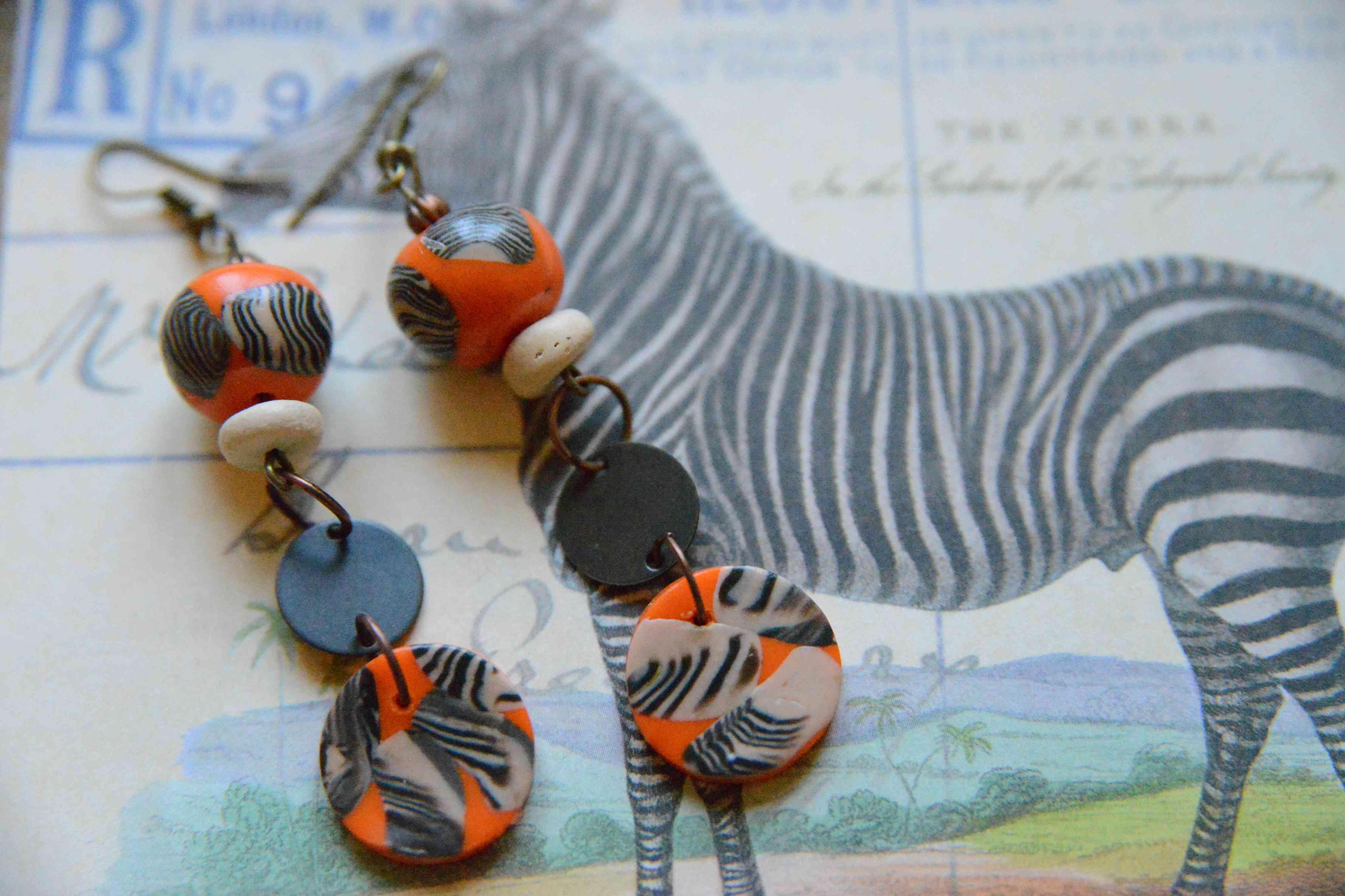 """troc de troc boucles d'oreilles  """"zebre"""" réservées image 0"""