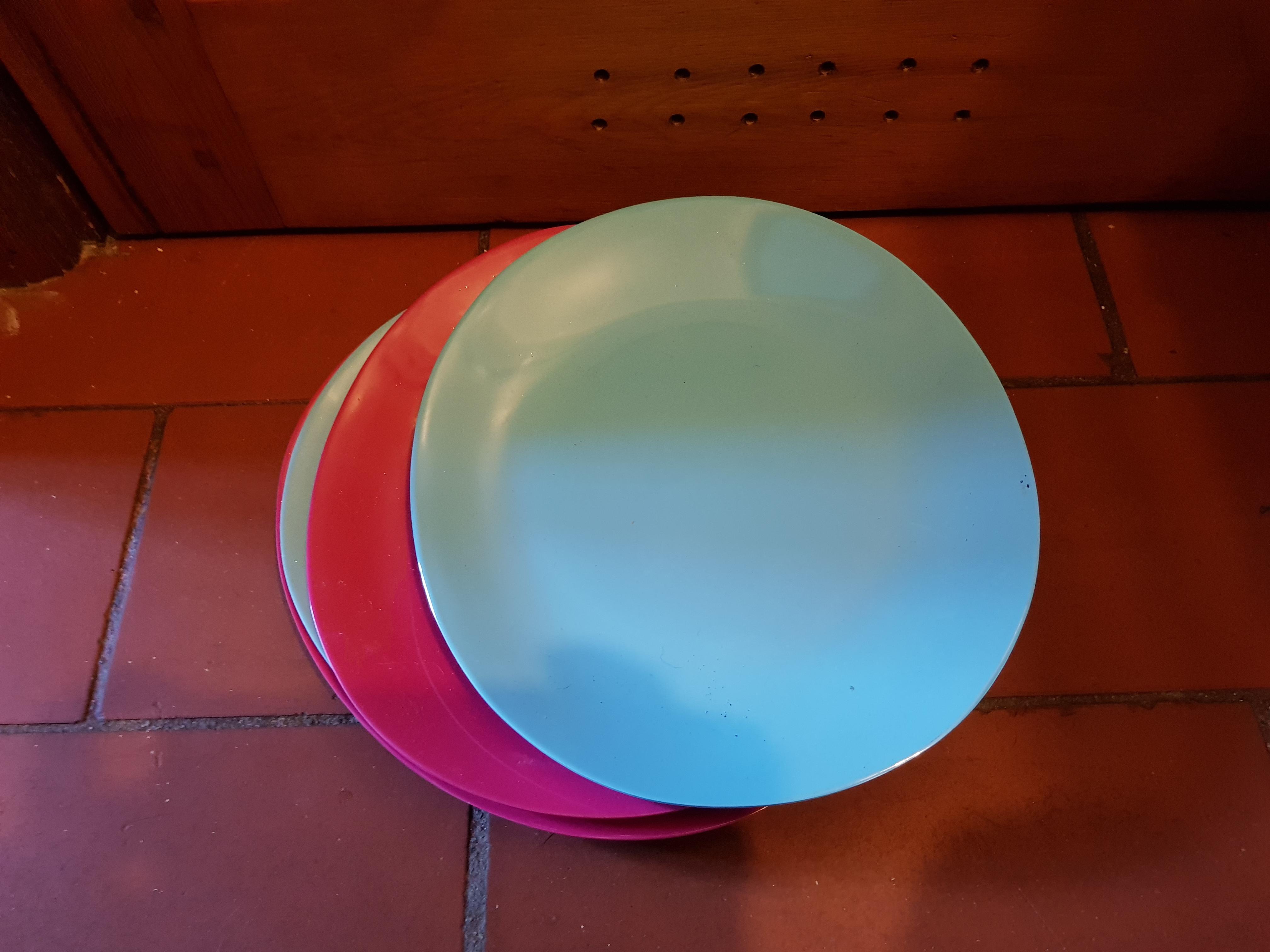 troc de troc lot de 4 assiettes en plastique image 0