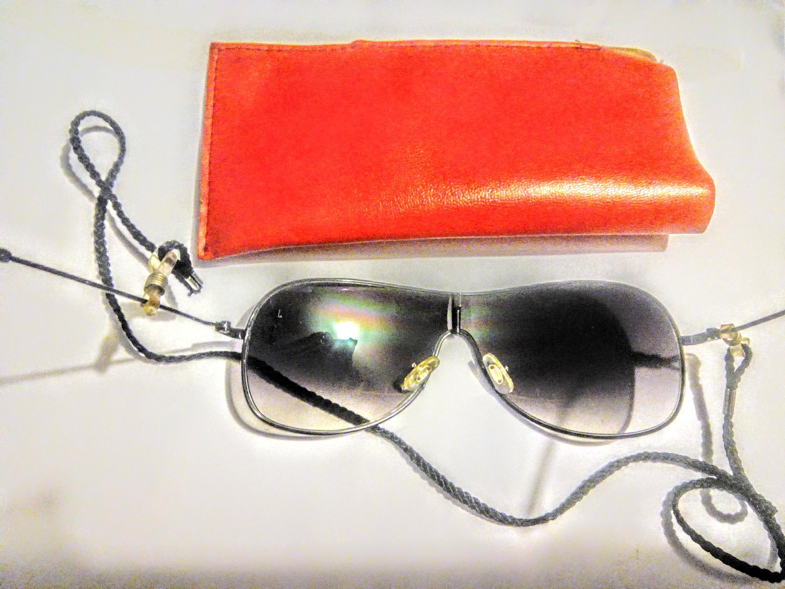 troc de troc lunettes de soleil avec Étui image 1