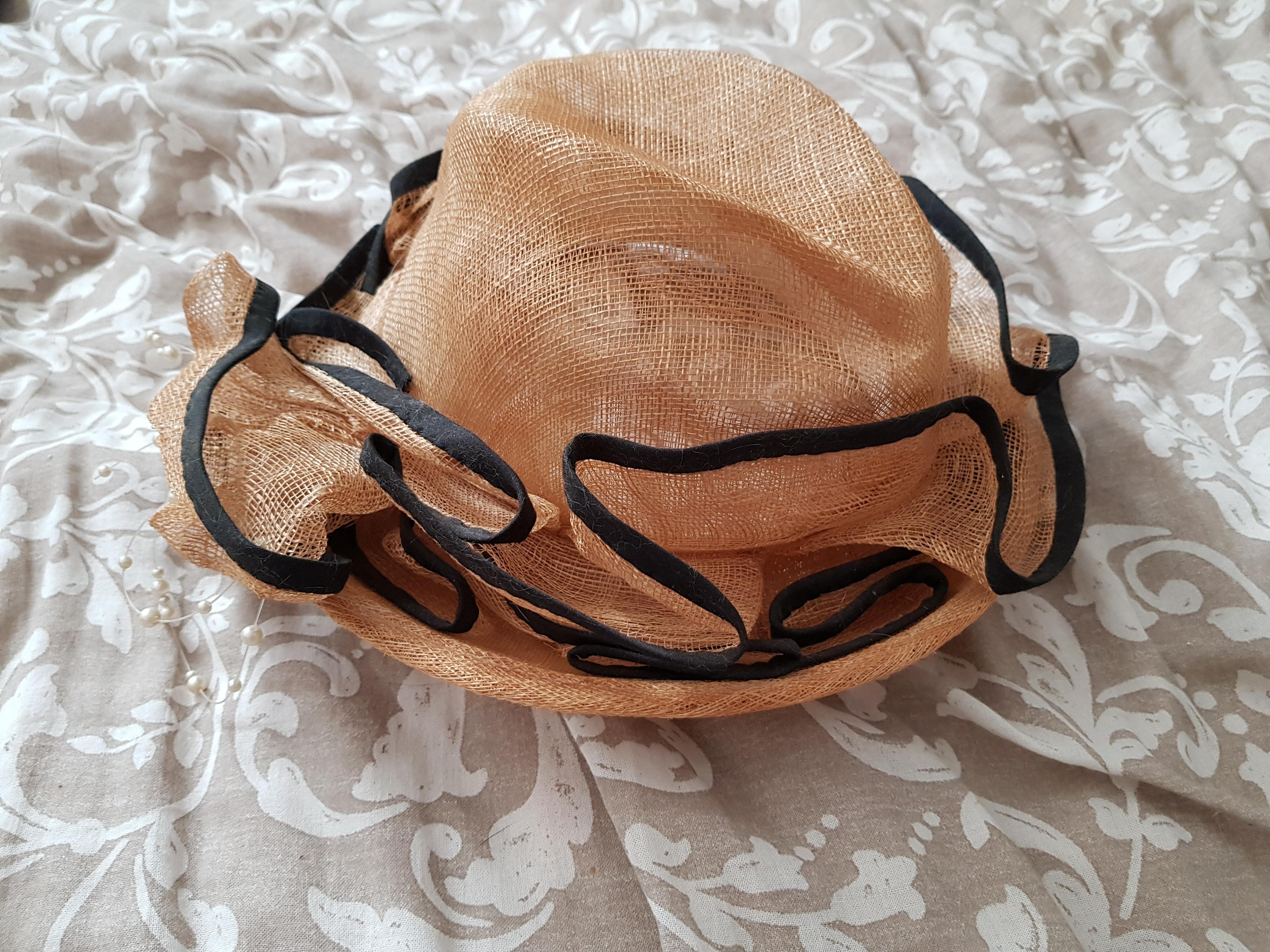 troc de troc chapeau de cérémonie image 0