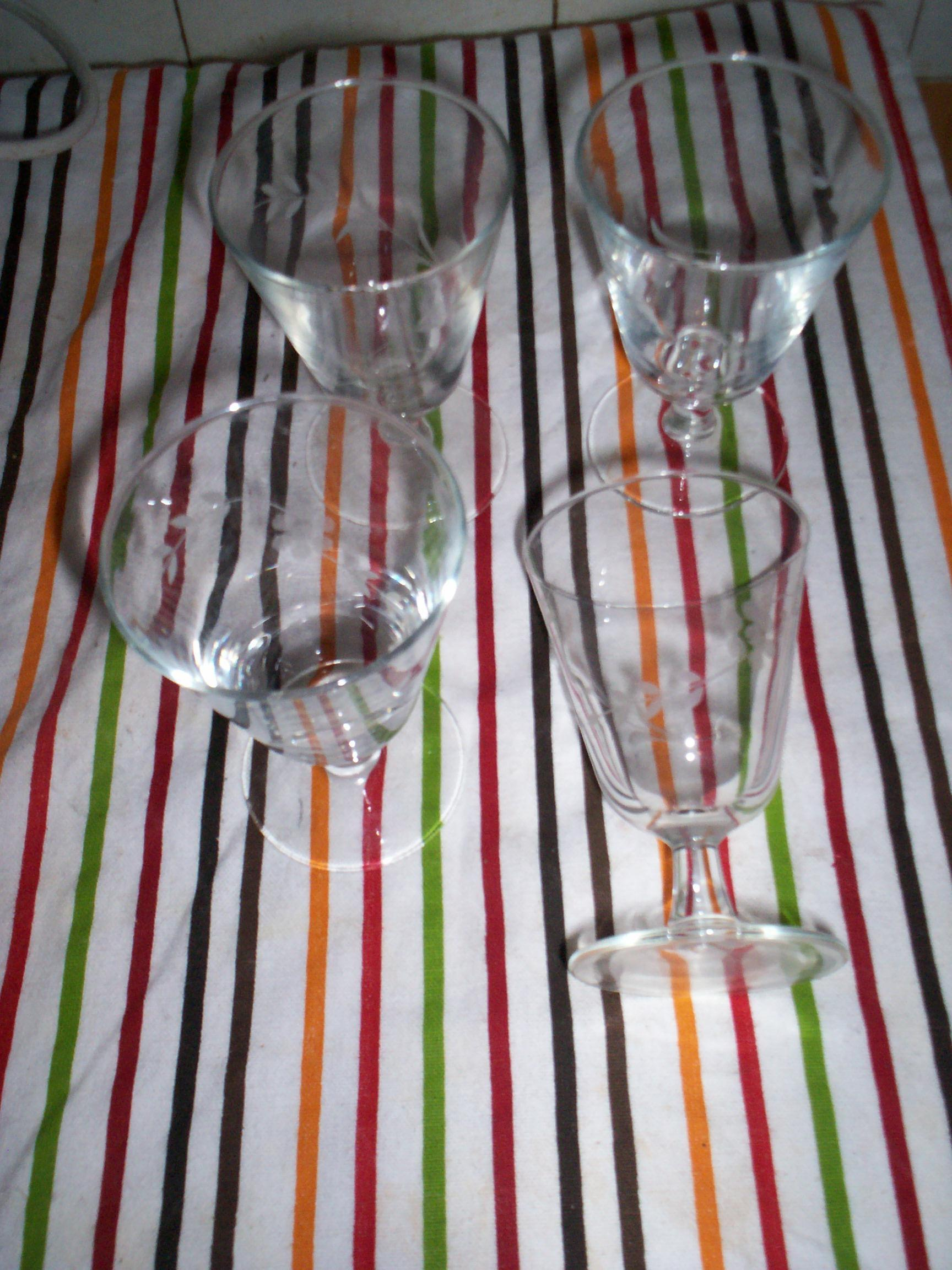 troc de troc lot de 4 verres à vins dessin gravé image 1