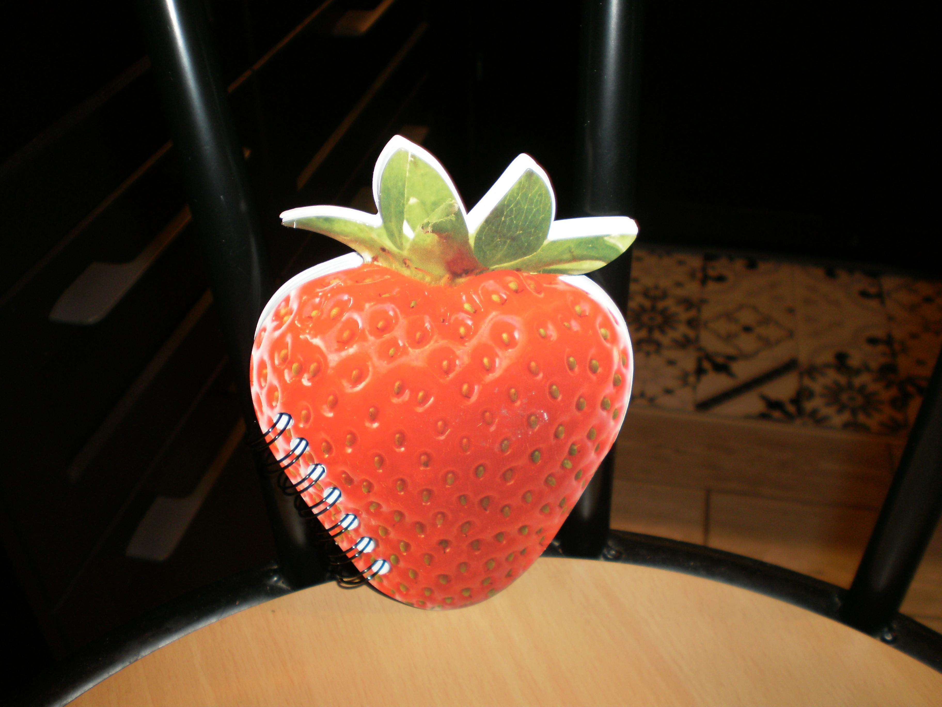 troc de troc réservé,calepin neuf forme fraise 14x10 image 0