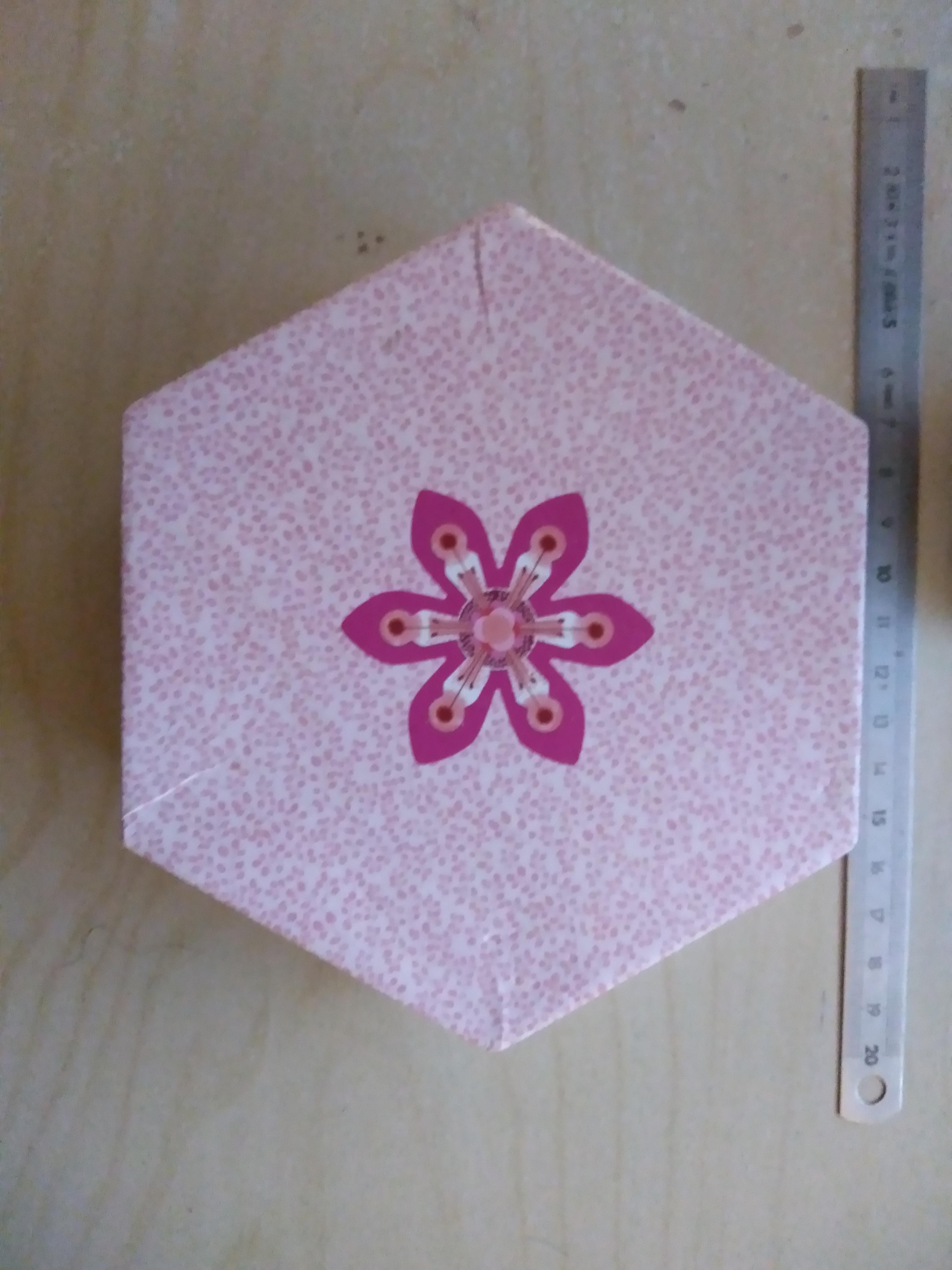 troc de troc boîte hexagonale en carton image 0