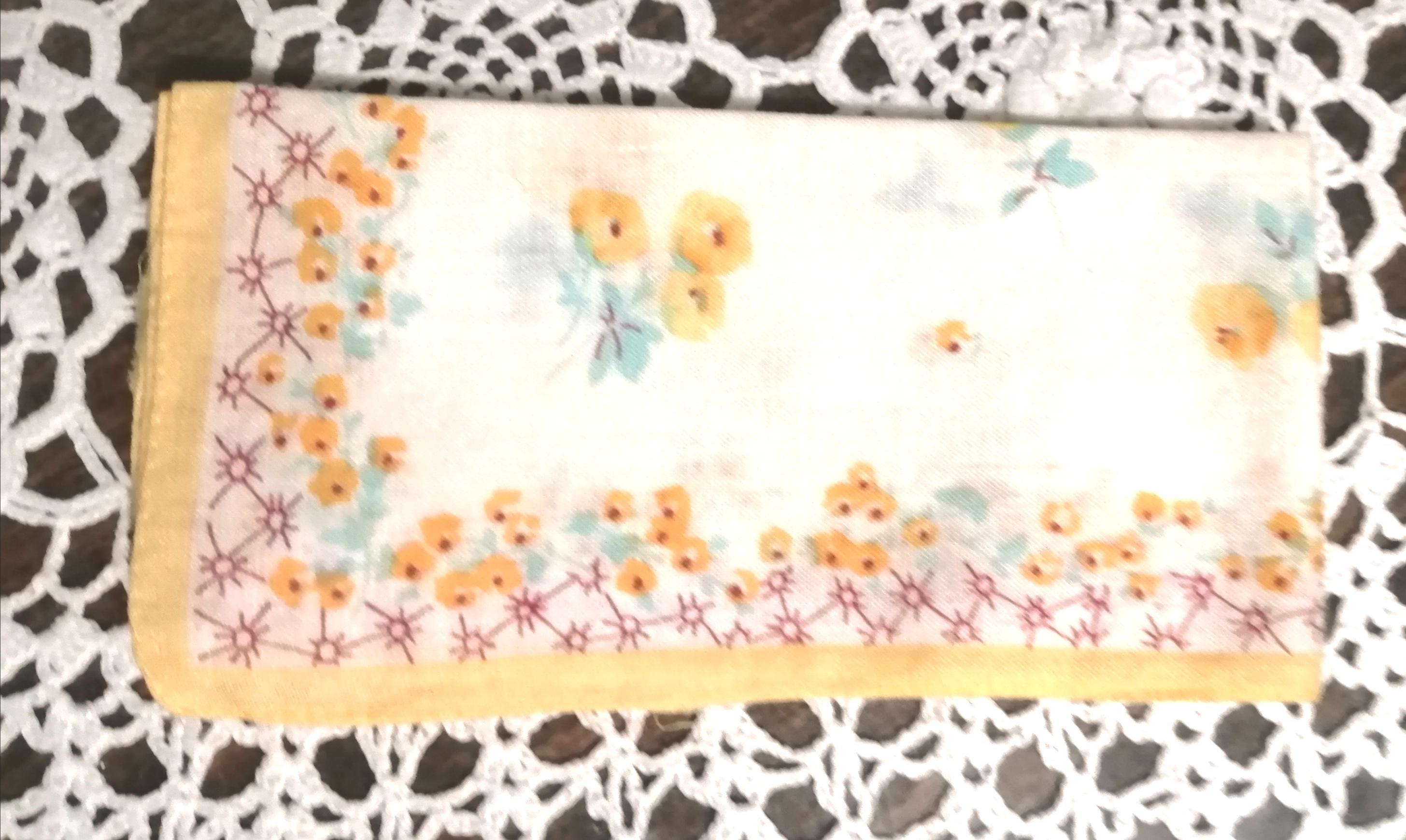 troc de troc mouchoir fin À fleurs jaunes image 0