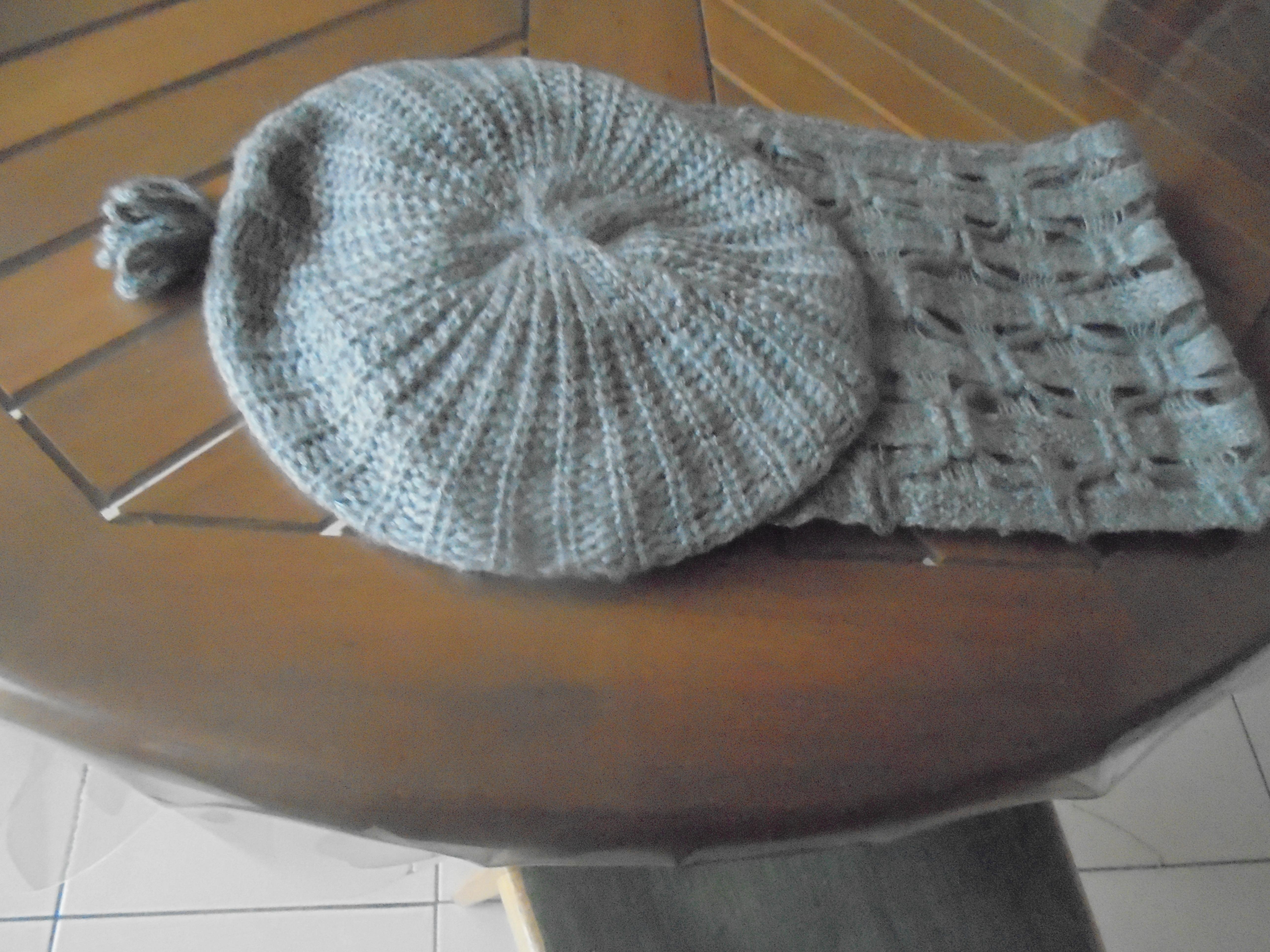 troc de troc echarpe + bonnet gris       3  noisettes image 0