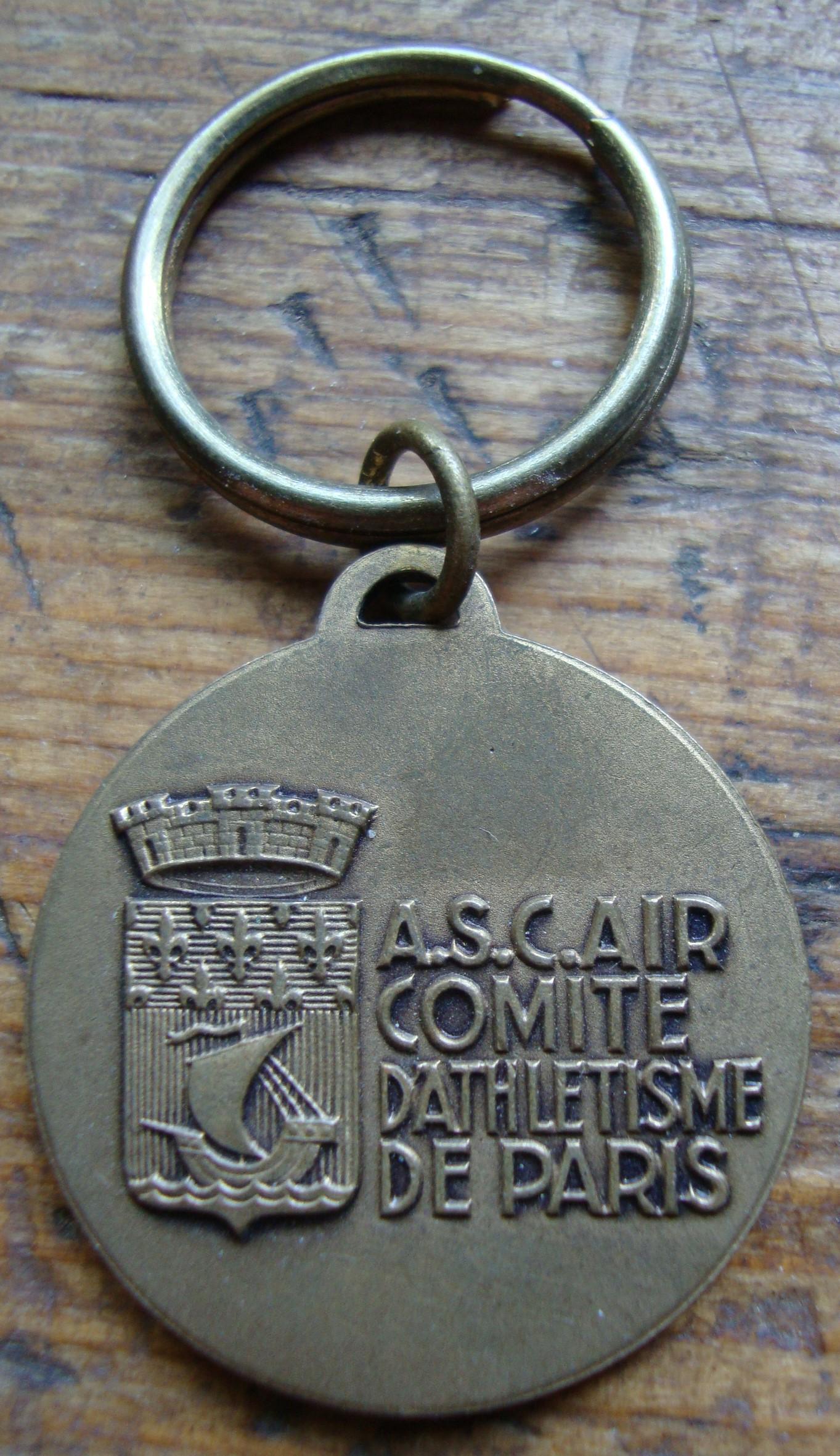 """troc de troc porte clés """"les 20kilométres de paris """" 1979 image 1"""