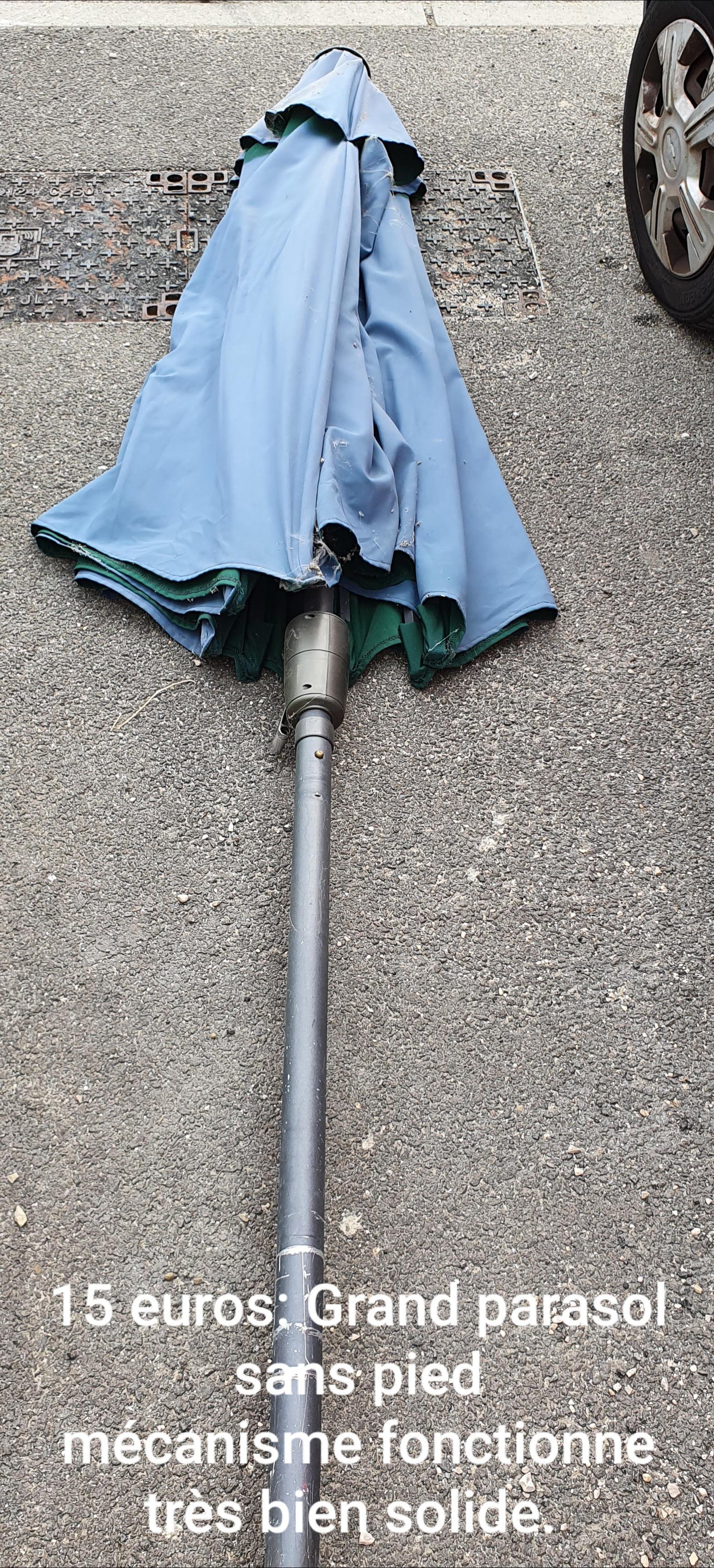 troc de troc grand parasol déporté en bon état image 1