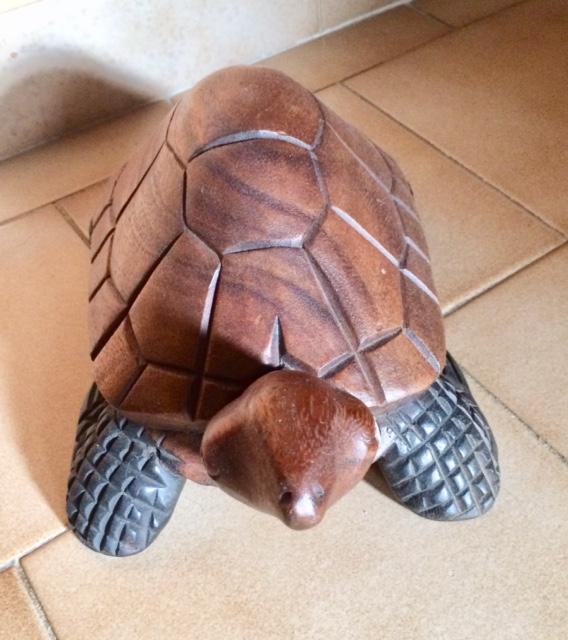 troc de troc tortue en bois exotique - comme neuve image 1