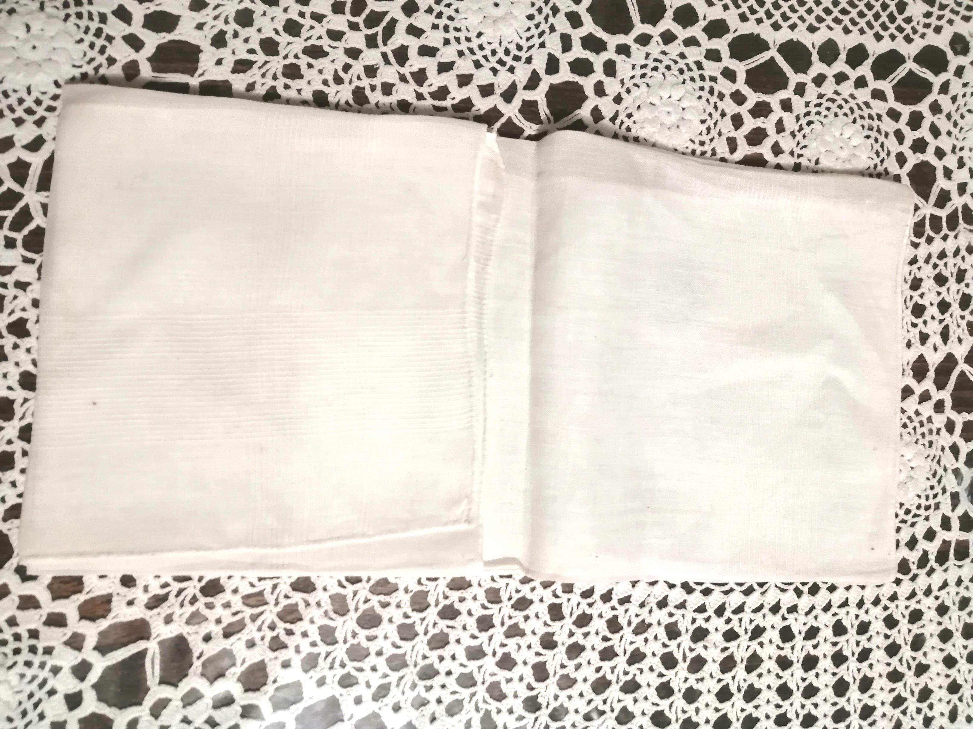 """troc de troc mouchoir blanc avec broderie """"r"""" image 1"""
