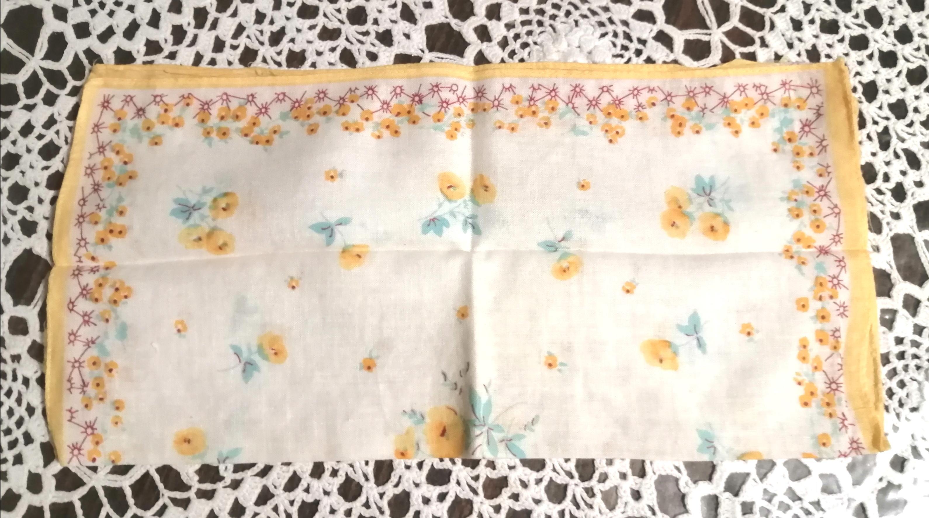 troc de troc mouchoir fin À fleurs jaunes image 1