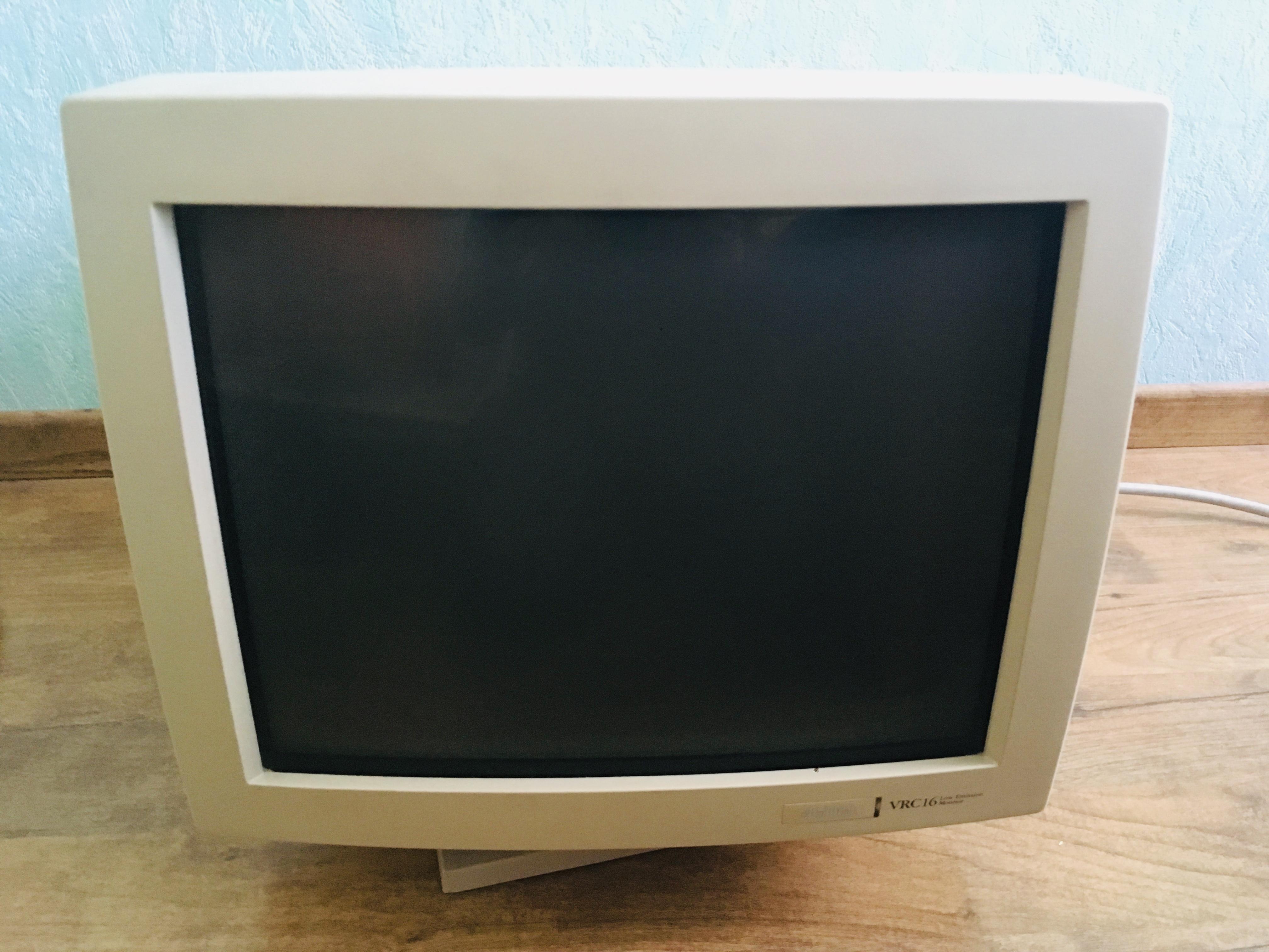 troc de troc 3 écrans ordinateurs à tube cathodique (crt) image 2