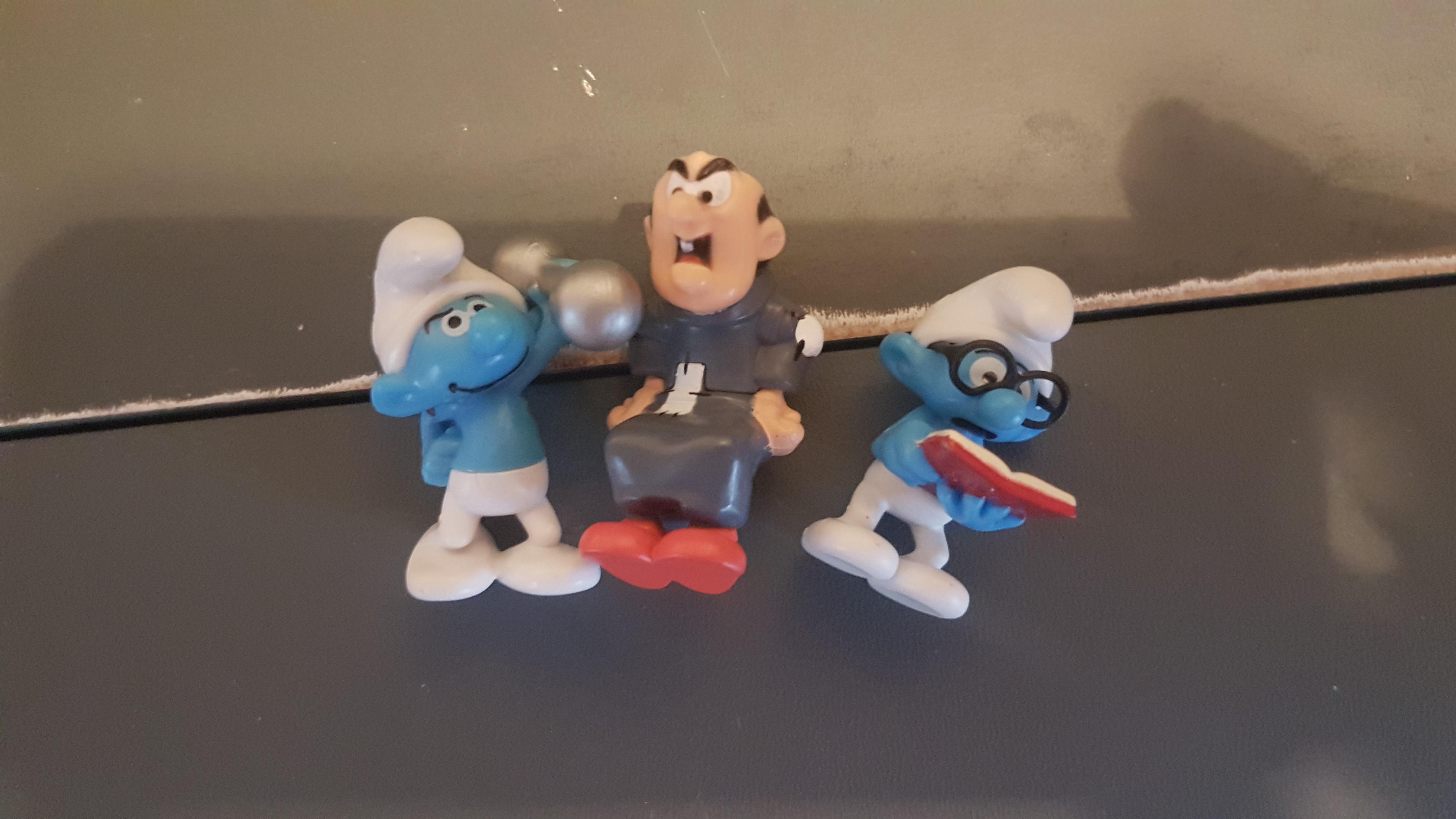 troc de troc reserve  figurines kinder schtroumpfs image 0