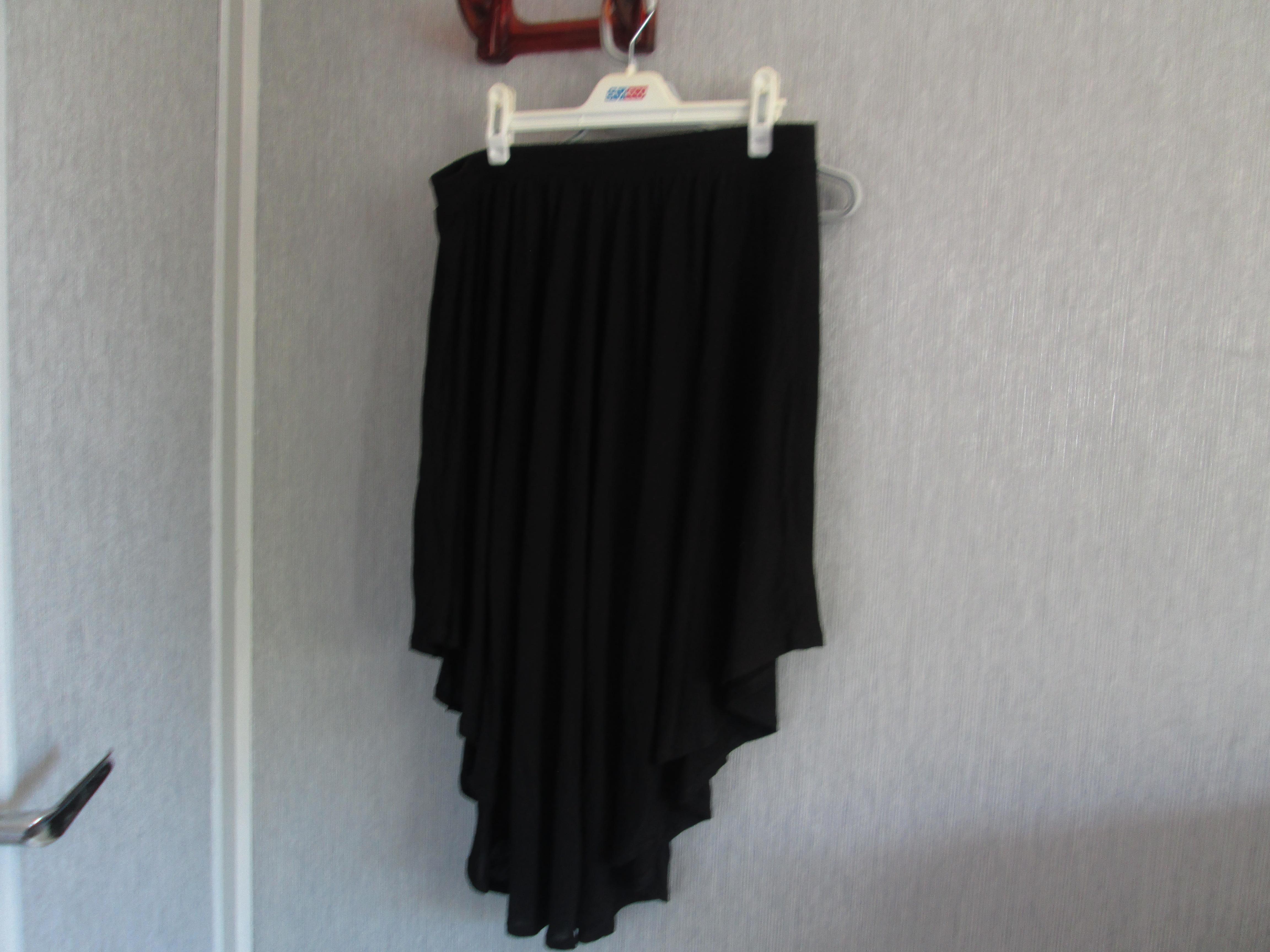 troc de troc jupe noir taille 44/46 asymetrique    5 noisettes image 0