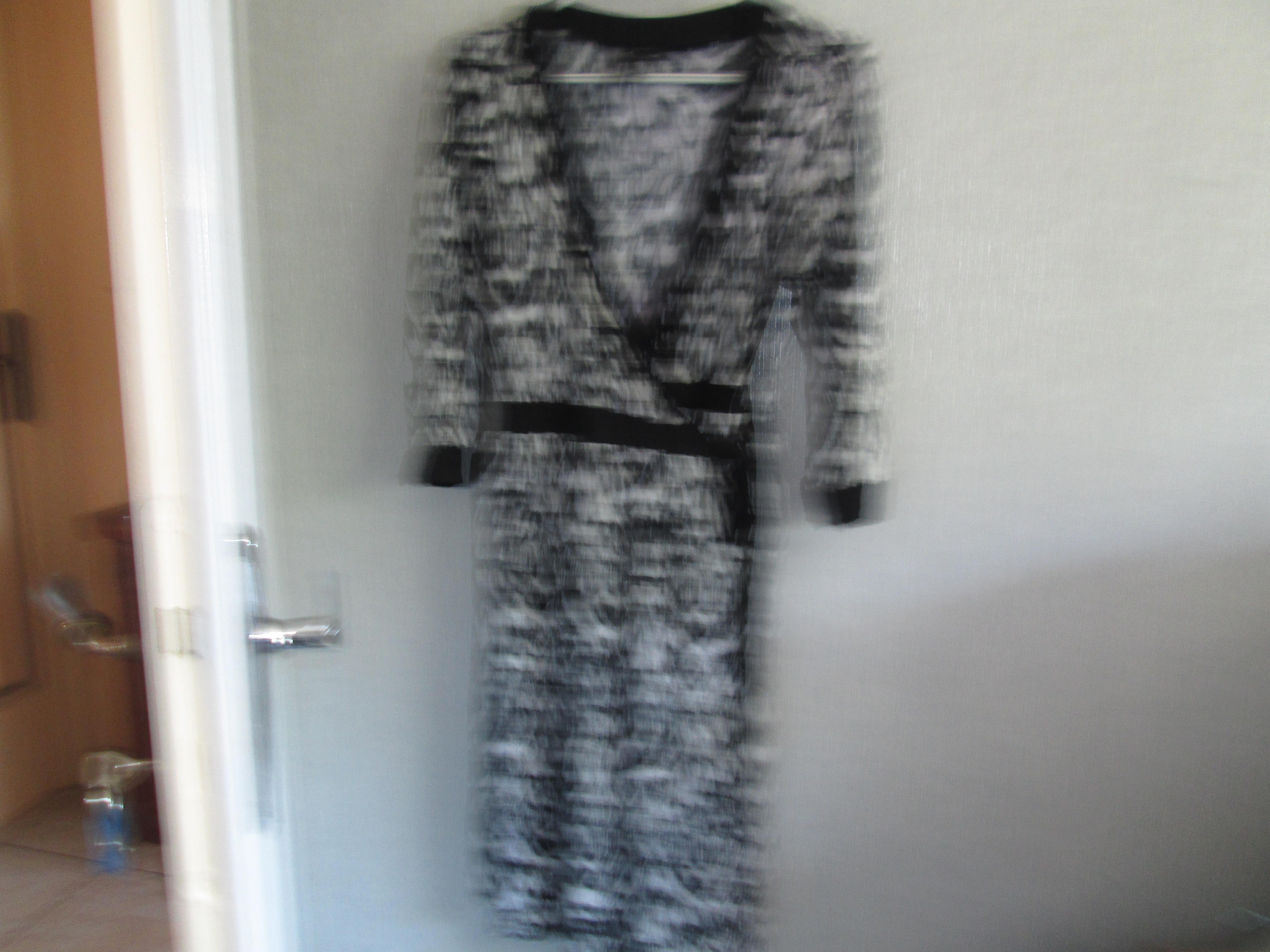 troc de troc robe noir et blanc taille m    ( 46)  10 noisettes image 0