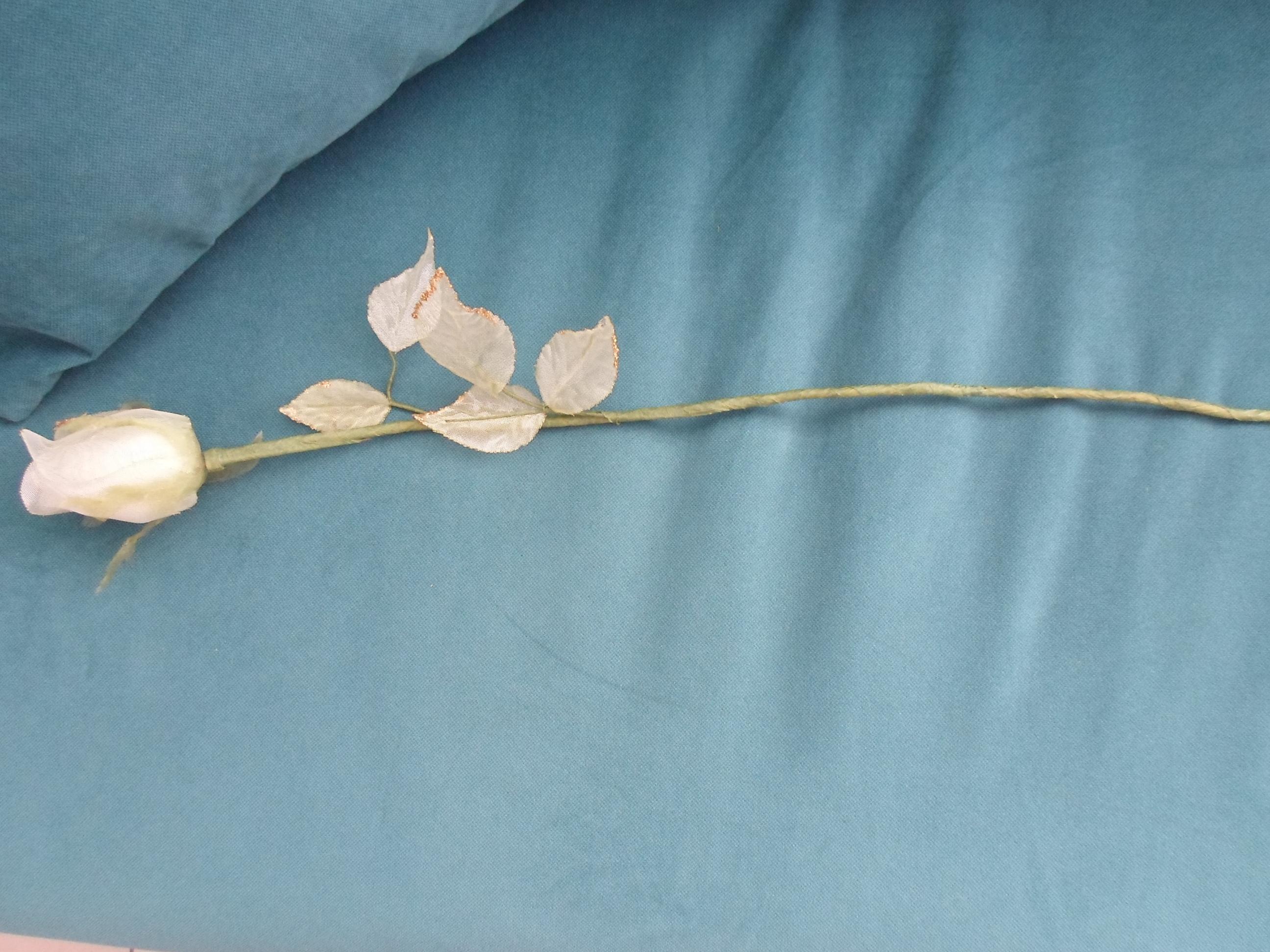 troc de troc rose blanche artificielle pour déco image 0