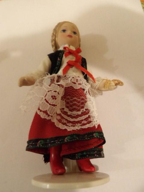 troc de troc réservé jolie petite poupée de collection 15 cm de haut environ image 0