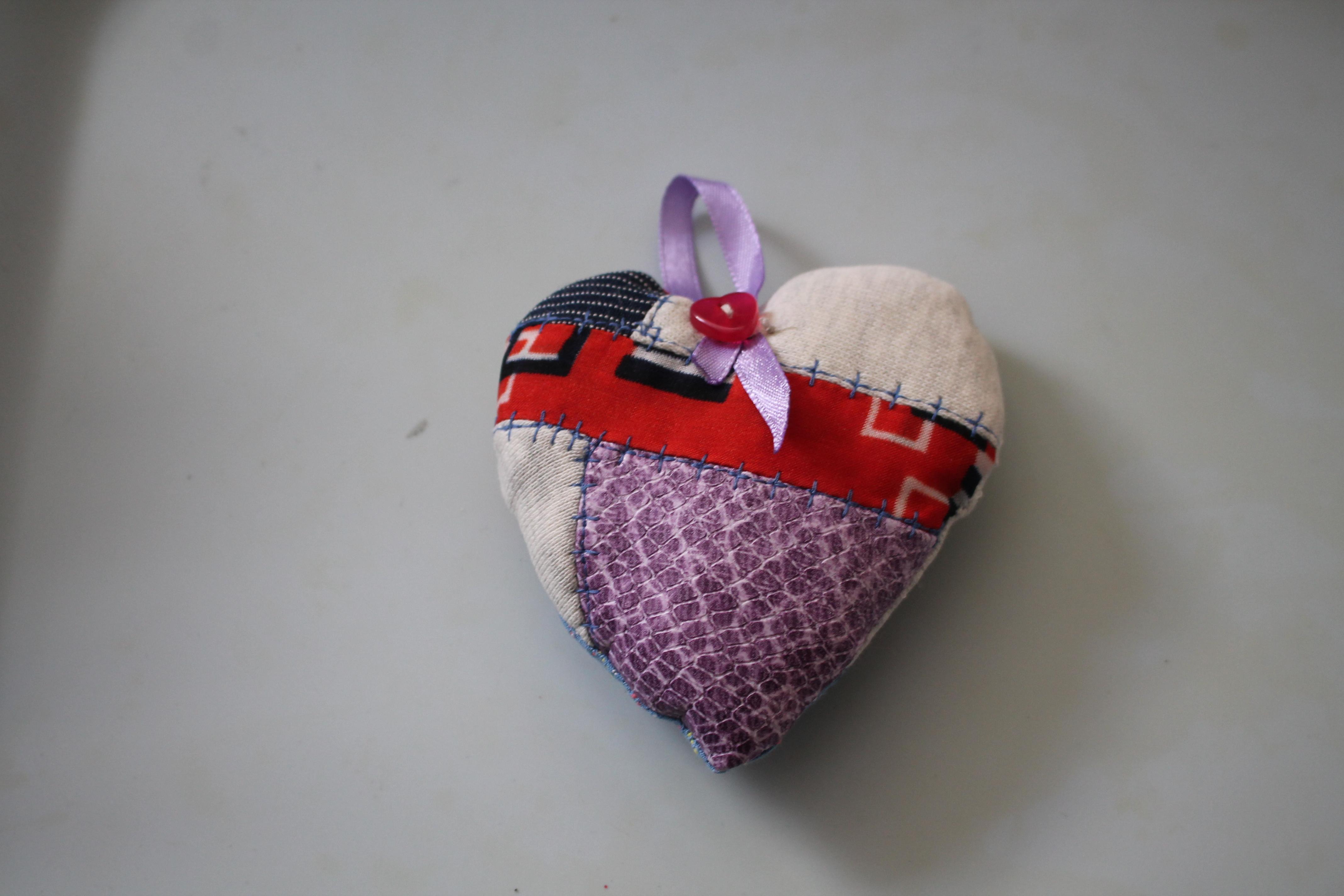 troc de troc petit coeur à accrocher fait main (1) image 0