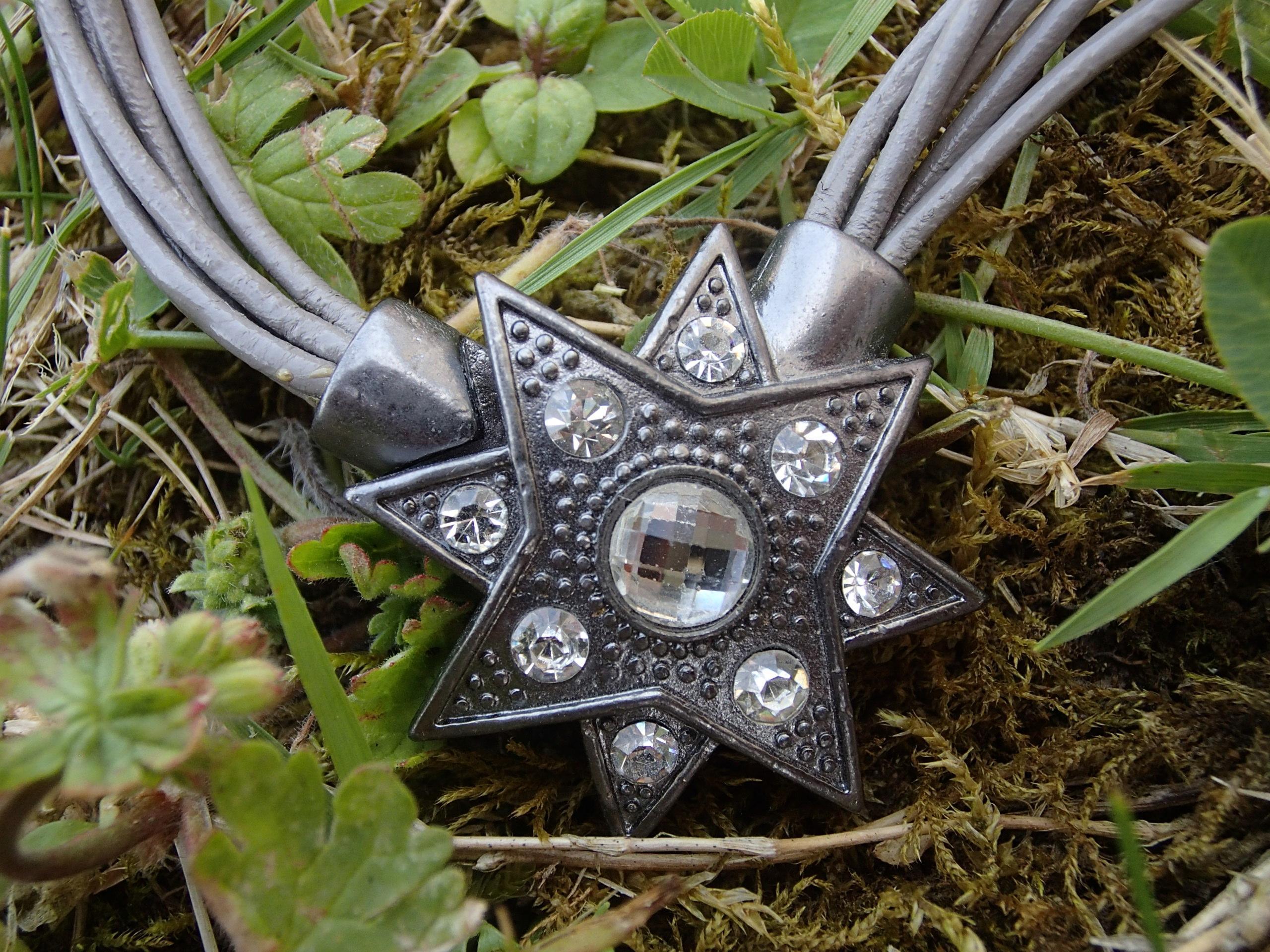 troc de troc collier étoile (à fermoir aimanté) image 0