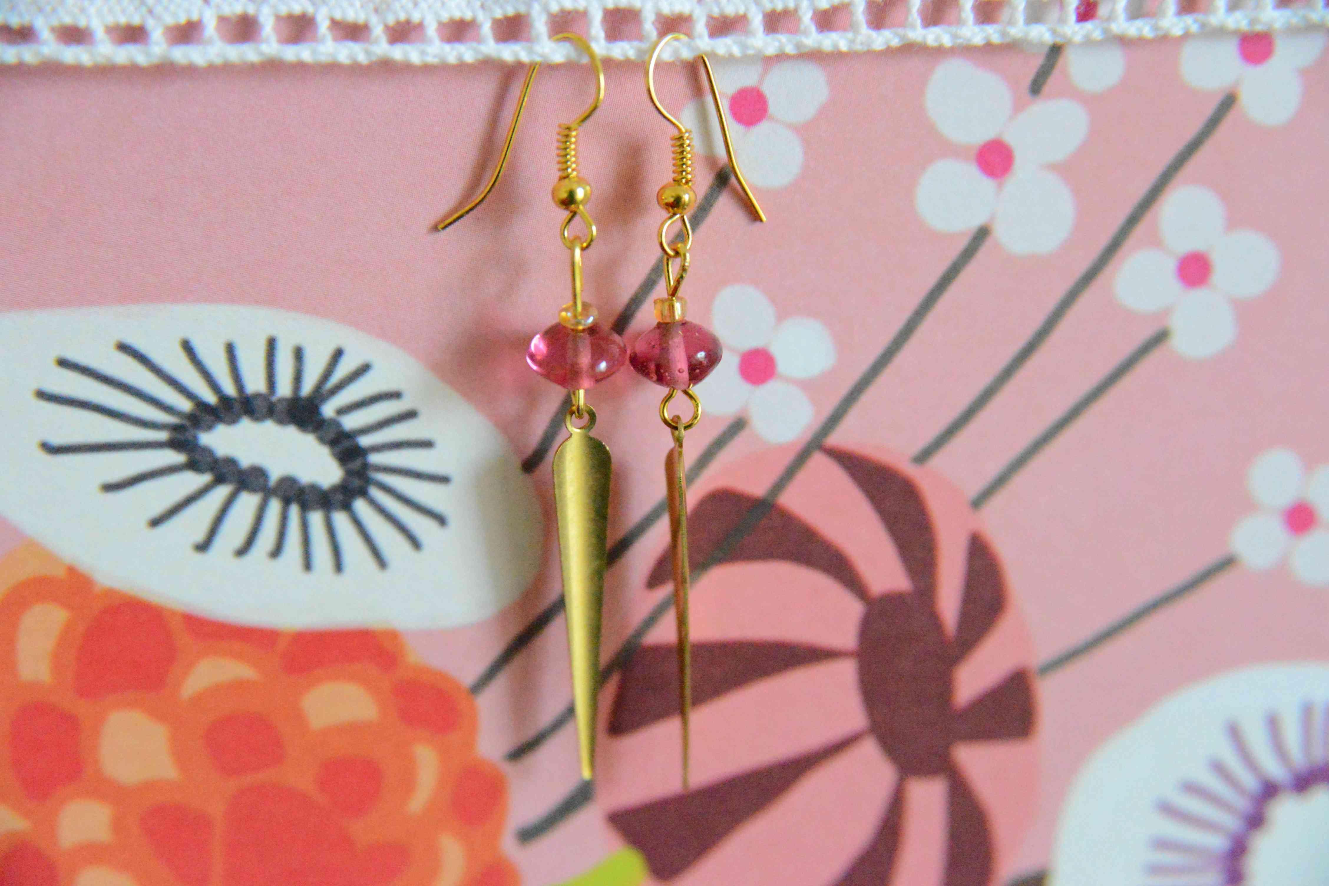troc de troc boucles d'oreilles  roses et dorées réservées image 2