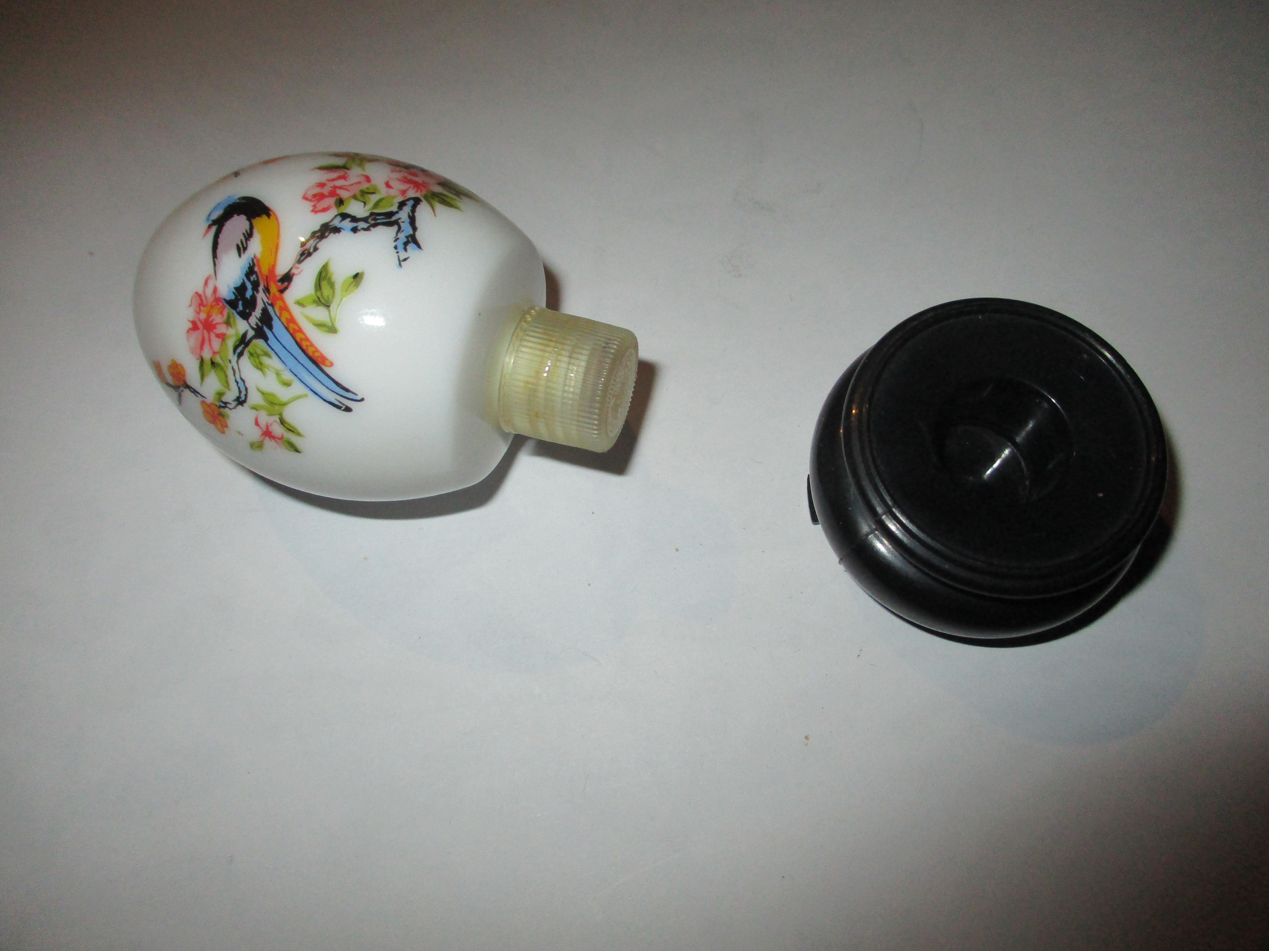 troc de troc flacon vide avon en forme d'oeuf image 1