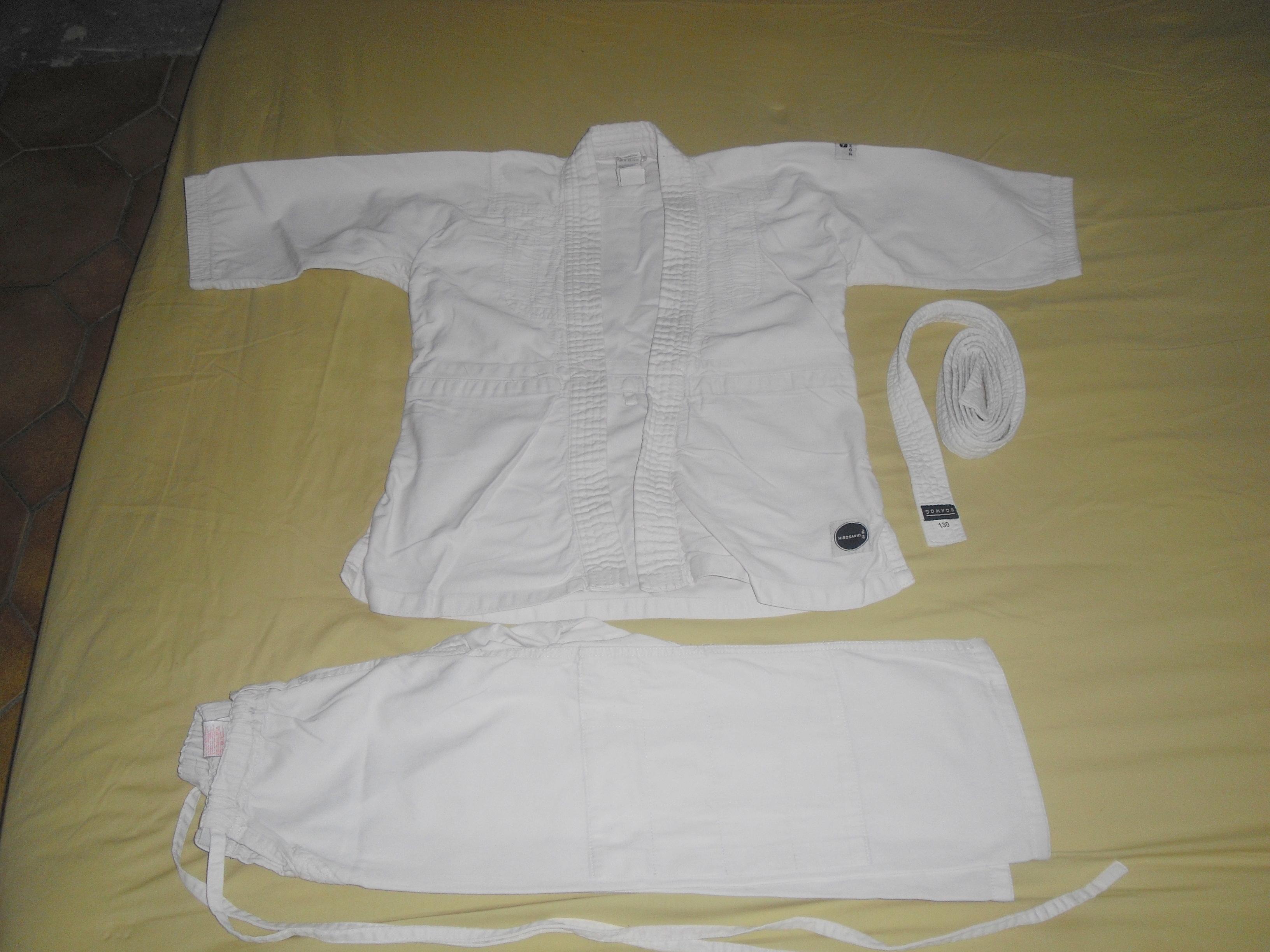 troc de troc kimono décathlon taille 6 ans image 0