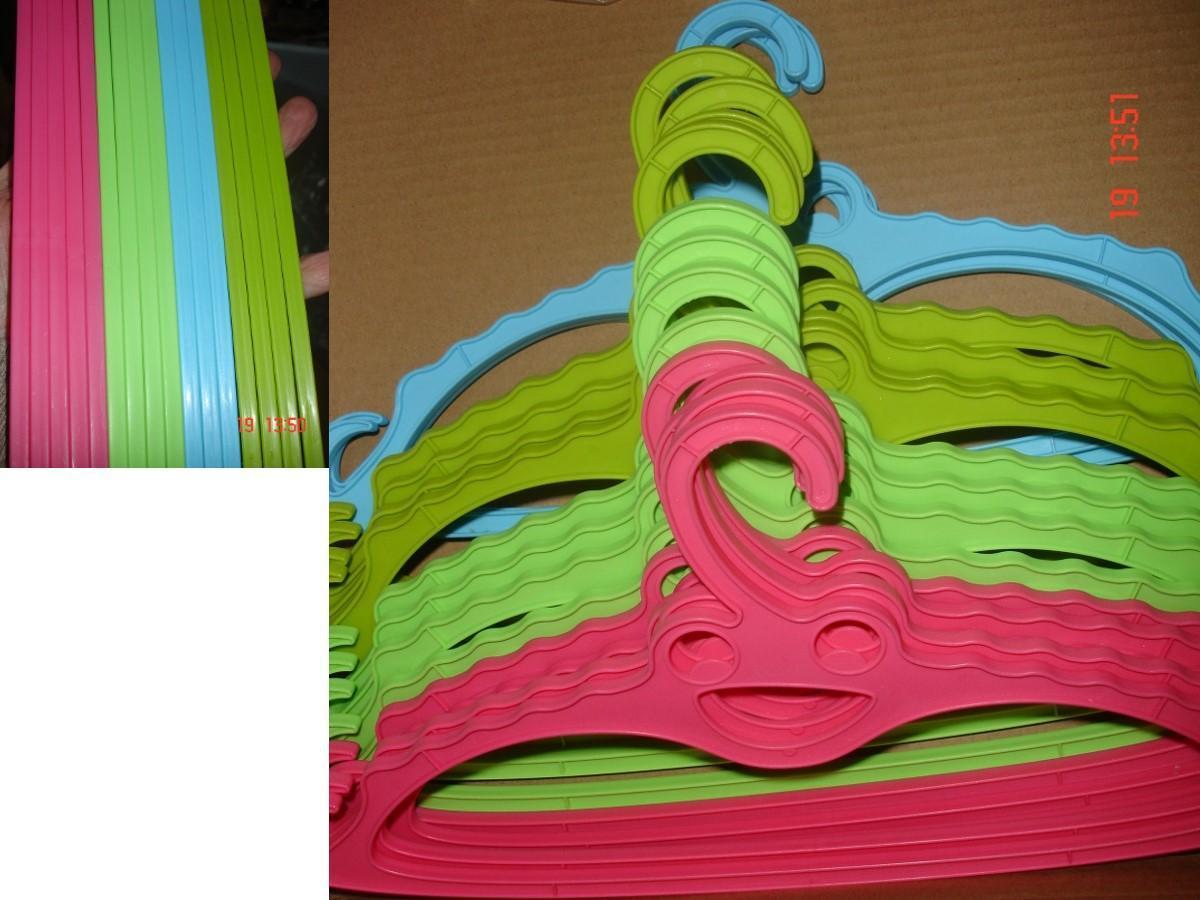 troc de troc pour calinou >16 cintres pastel à 6 noisettes pièce vert, rose, bleu, kaki soit 0,60 € image 1
