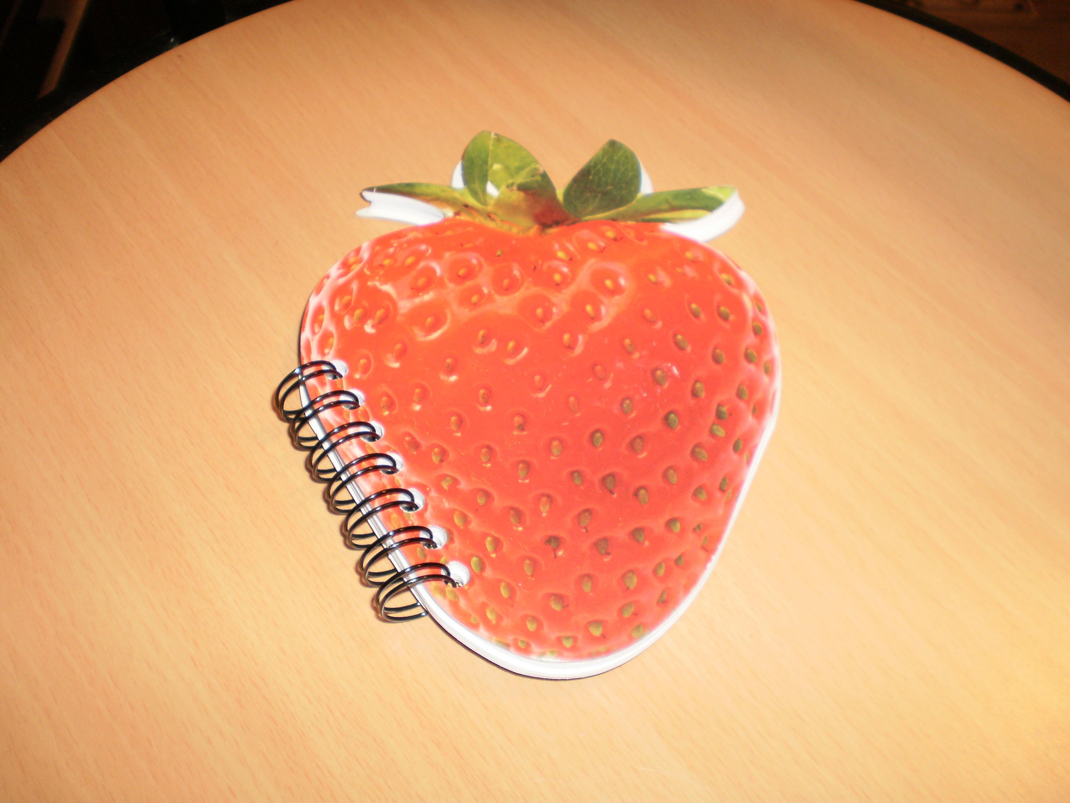 troc de troc réservé,calepin neuf forme fraise 14x10 image 1